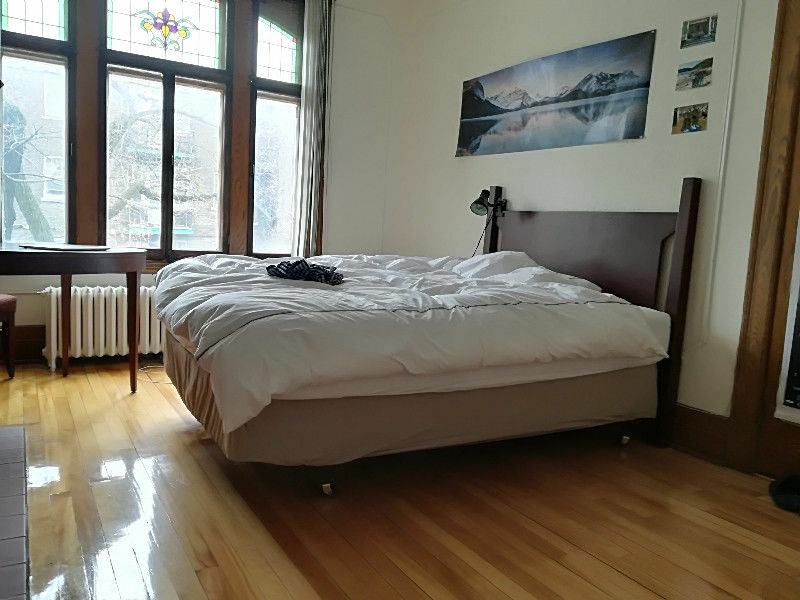 furnished rooms in a beautiful apartment