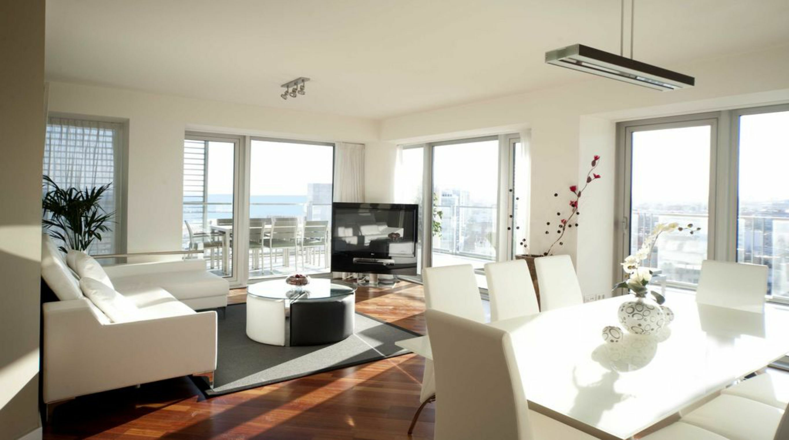 Five Bedroom Apartment, Sleeps 10, Sea and City View Terrace