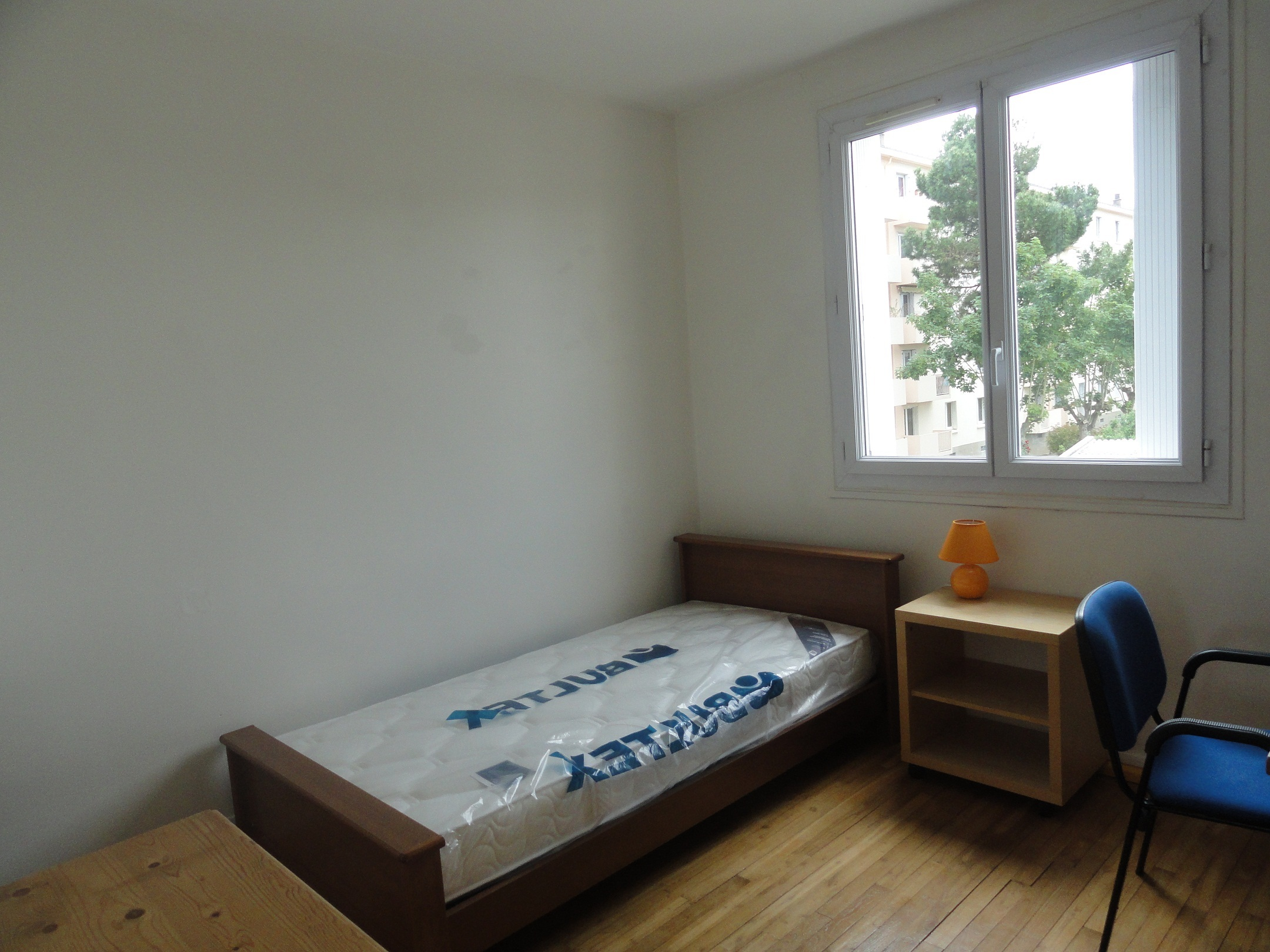 T4 in shared flat with 3 bedrooms